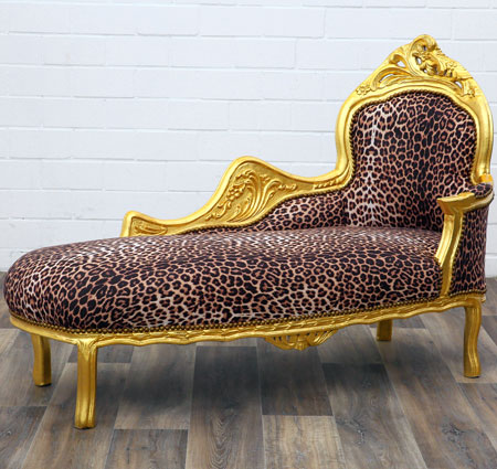Chaiselongue im Leopardenlook